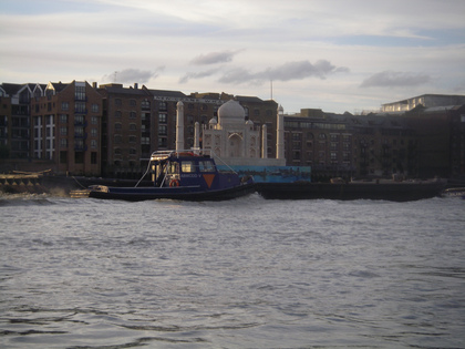 Taj Mahal replica floats down the Thames to promote the India Now festival (click to enlarge)